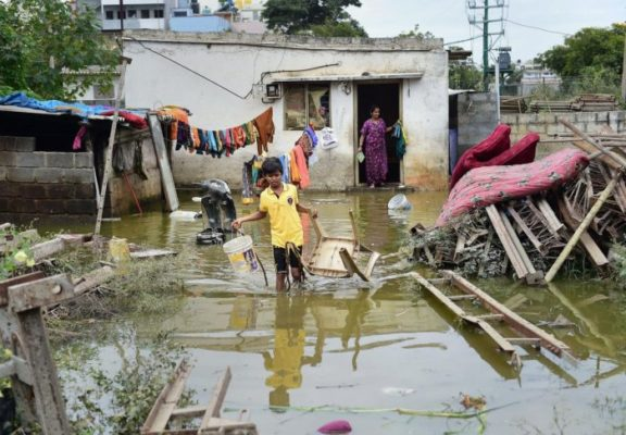 The Hulimavu Lake bund breached around 2.30 pm on Sunday, flooding homes, streets, vehicles and whatnot. Many residents reported losing expensive home appliances, furniture, electronic gadgets, etc. Several commercial establishments also reported losses.Photo/PTI
